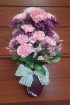Pink carnations and purple daisies flower arrangement. #pinkcarnationsarrangement #pinkpurplearrangement