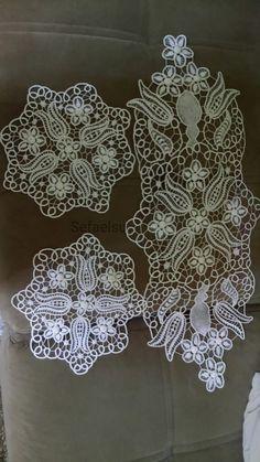 Sefaelsu_dantel_anglez Family Drawing, Romanian Lace, Bobbin Lacemaking, Point Lace, Crochet Tablecloth, Needle Lace, Bargello, Yarn Crafts, Decoupage