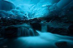 メンデンホール洞窟(Mendenhall Ice Caves)/アラスカ