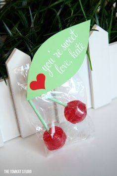 kate's cherry lollipop valentines,  OH MY GOODNESS!!!!!  Love, love, love these!  Even though I'm a grown up, everyone's getting these for Valentine's day!!!
