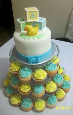 Pasteles Fondant | torre de cupcakes arriba pastel de fondant 6 para 12 personas abajo 40 ...