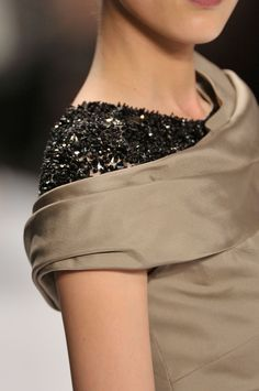 Elegant sweeping neckline and a glimpse of contrasting black beading - fashion details // Carolina Herrera