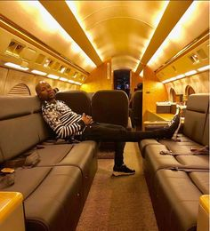 American undefeated boxer, Floyd Mayweather, who is well known for his Flamboyant lifestyle took to his IG page to explain why he is arrogant and loves to live a flashy lifestyle. Floyd Mayweather, Caf Champions League, Home Office, Pretty Boy Floyd, Joe Louis, Become A Millionaire, Mike Tyson, I Deserve, Explain Why