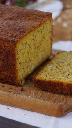 Low carbohydrate bread made from almonds! No Salt Recipes, Gluten Free Recipes, Sweet Recipes, Bread And Pastries, Good Food, Yummy Food, Portuguese Recipes, How To Make Bread, Sweet Bread