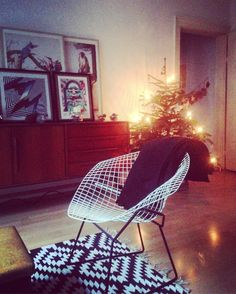 #GOODMORNINGGRAM#CHRISTMASISOVER #WHOCARES #STILL #ENJOYING #OUR #ILLUMINATED #TREE #🤘#HARRYBERTOIA #WIRECHAIR #MONACODIBAVIERA #DREIMÜHLENVIERTEL #ARTONTHESIDEBOARD #LOWBROS #FELIPEPANTONE #WALTONFORD #SATONE #KINSEY #OMANJUN (hier:...