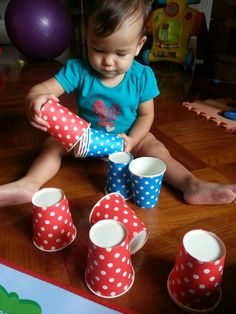 Cups game for baby about colour