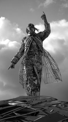 Madrid-based artist Jordi Diez Fernandez welds countless fragments of steel to create monumental figurative sculptures.