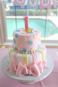 This first birthday is pretty in pastel! - cake ideas easy - first birthday cake-Erster Geburtstagskuchen Pretty Cakes, Beautiful Cakes, Amazing Cakes, Decors Pate A Sucre, Baby Birthday Cakes, Birthday Bash, Girls First Birthday Cake, Teen Birthday, Princess Birthday
