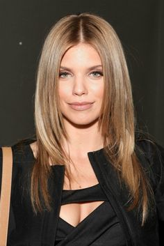 AnnaLynne McCord cute hairstyle with face framing layers