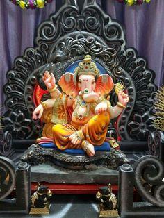 🙏 🙏 🙏 Clay Ganesha, Ganesha Painting, Ganesh Lord, Sri Ganesh, Ganesha Pictures, Ganesh Images, Indian Gods, Indian Art, Shri Ram Wallpaper