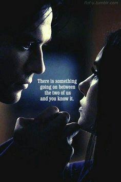 """""""Hay algo entre nosotros dos y lo sabes"""" Damon y Elena"""