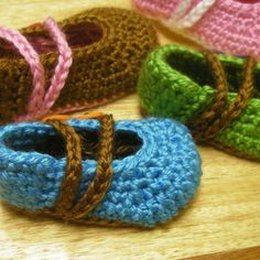 Button Booties Crochet Pattern Sizes Newborn to 18 mo by Mamachee, $5.50