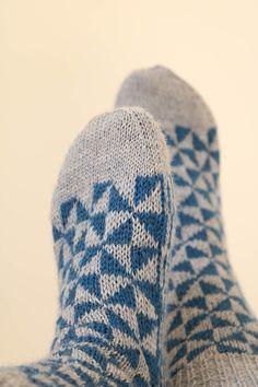 - Knitting and Crochet Beginner Knitting Patterns, Knitting For Beginners, Loom Knitting, Knitting Socks, Baby Knitting, Crochet Patterns, Knit Socks, Knitting Tutorials, Knitted Slippers