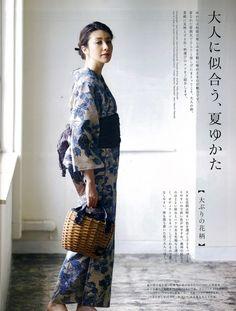 大人のおしゃれ手帖p94奥州小紋(牡丹) Oriental Dress, Oriental Fashion, Yukata Kimono, Kimono Dress, Modern Kimono, Sari, Japanese Outfits, Japanese Kimono, Japan Fashion