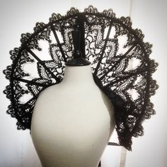 Elizabethan gothic Collar Lace round standing alone Gothic Gowns, Gothic Outfits, Ruff Collar, Lace Collar, Gothic Chic, Gothic Beauty, Trajes Drag Queen, Gothic Fashion, Unique Fashion