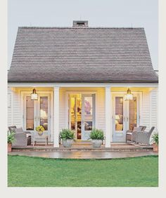 How adorable is this tiny house from @southernlivingmag ?? See more adorable tiny spaces on the blog y'all! #lucywilliamsblog #lucywilliams #exterior #exteriordesign #exteriordecor #greatexteriors #architecture #landscape #landscapearchitecture #landscapedesign #porch #porchlife #porches #frontporch