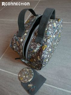 toiletry bag tutorial not in english Sewing Accessories, Fashion Accessories, My Bags, Purses And Bags, Diy Sac, Couture Sewing, Bag Patterns To Sew, Fabric Bags, Toiletry Bag