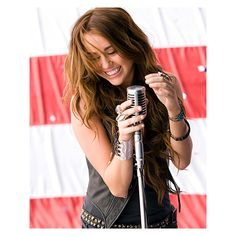 An image of Miley Cyrus ❤ liked on Polyvore featuring miley cyrus, hair, miley, celebs and pictures