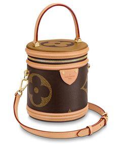 One Of TheThe 7 Best Bag Trends For Grow Up Women In 2020👜 Louis Vuitton Vintage, Louis Vuitton Handbags 2017, Vuitton Bag, Sacs Design, Canvas Shoulder Bag, Authentic Louis Vuitton, Cross Body Handbags, Purses And Handbags, Luxury Handbags