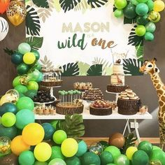 Giraffe Party Celebrating your baby's first birthday is a huge occasion, and what better way to do it than by taking a little inspiration from the animal kingdom? Giraffe Birthday Parties, Boys First Birthday Party Ideas, Safari Theme Birthday, Wild One Birthday Party, Dinosaur Birthday Party, 1st Boy Birthday, Animal Birthday, Cadeau Baby Shower, Idee Baby Shower