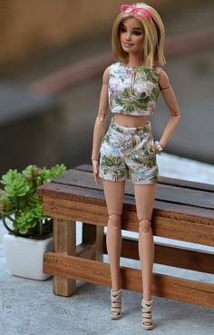 Crop Top and High-Waist Shorts by ateliernishasha Crop Top Und Shorts, Crop Tops, High Waisted Shorts, Barbie Style, Barbie Model, Sewing Barbie Clothes, Barbie Clothes Patterns, Doll Dress Patterns, Juste Zoe
