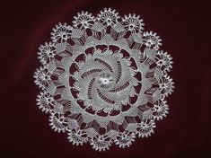 This Pin was discovered by Ele Needle Lace, Needle And Thread, Lacemaking, Point Lace, Embroidery Needles, Snowflake Pattern, Hand Embroidery Designs, Cutwork, Doilies