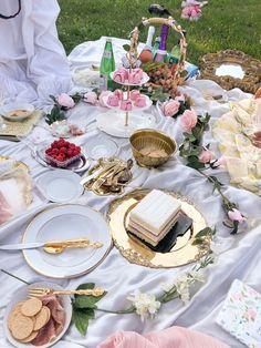 Picnic Birthday, Fairy Birthday Party, 14th Birthday, Birthday Dinners, Birthday Ideas, Picnic Date, Beach Picnic, Summer Picnic, Picnic Decorations