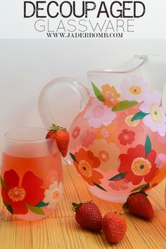 Create fabulous tote bags with Martha Stewart Decoupage products. The Fabric to Fabroc Decoupage is amazing! The creative options are endless! Martha Stewart Manualidades, Mod Podge Crafts, Decoupage Glass, Martha Stewart Crafts, Ideas Geniales, Craft Night, Bottles And Jars, Vase, Diy Projects To Try
