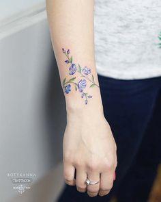 43 Beautiful Flower Tattoos for Women Beautiful Flower Tattoos for WomenFlowers are popular tattoo designs for women. Tattoos For Women Flowers, Flower Wrist Tattoos, Beautiful Flower Tattoos, Wrist Tattoos For Women, Tattoo Designs For Women, Tattoos For Guys, Tattoo Flowers, Flower Tattoo Back, Tattoo Girls