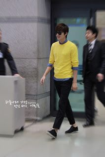 Lee Min Ho airport fashion. Yellow, black and blue, incl. highwaters ^^