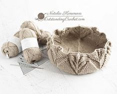 Any lovers of embossed crochet? I have to admit, I wouldn't be able to do it full time, because it's extremely straining on my right arm. Bag Crochet, Crochet Market Bag, Crochet Handbags, Crochet Purses, Love Crochet, Double Crochet, Crochet Flowers, Youtube Crochet, Crochet Bag Tutorials