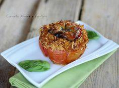 I pomodori ripieni di riso con tonno sono un piatto unico da servire freddo perfetto in questo periodo di caldo,il riso non ha bisogno di essere cotto prima
