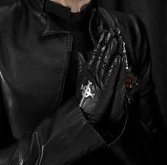 Them hands ❤️ Band Ghost, Ghost Bc, Ghost And Ghouls, Ghost Pictures, Metal Bands, Tobias, Musicians, Grunge, Goth