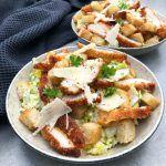 Cæsar salat med crispy chicken Crispy Chicken, Easy Cooking, Sour Cream, Quinoa, Potato Salad, Lunch, Meat, Ethnic Recipes, Food