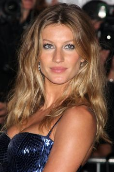 Gisele Bündchen, 2009: http://beautyeditor.ca/2014/02/27/gisele-bundchen-hair-and-makeup/
