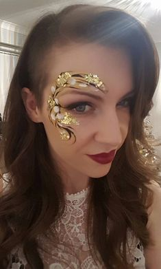 Image may contain: 1 person, closeup - Facepainting - Maquillage Face Painting Flowers, Eye Face Painting, Adult Face Painting, Body Painting, Face Painting Tutorials, Face Painting Designs, Art Visage, Face Jewels, Face Design