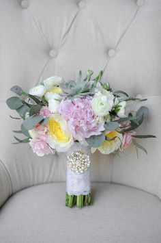 pink white and yellow bouquet @weddingchicks