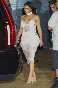 Pour l'anniversaire de Scott Disick, Kim Kardashian est apparue en robe transparente. En toute sobriété.
