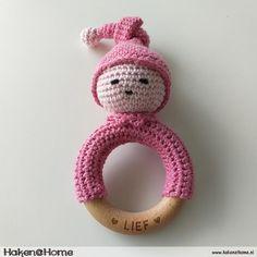 Crochet pattern Lieffies Bijtring / Rattle - Haken @ Home Crochet Baby Toys, Crochet Home, Cute Crochet, Crochet Diagram, Crochet Patterns Amigurumi, Cool Baby Stuff, Baby Patterns, Baby Gifts, Animales