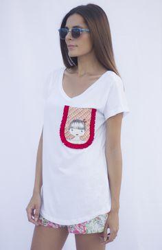 Camiseta de algodón 100% tiene un corte especial, un pelín más larga por detrás, el cuello bastante abierto para lucir un hombro :) Es el artículo más vendido de esta temporada, quedan tallas sueltas, espero que encuentres la que te enamore. *PARA BENEFICIARTE DE ESTA PROMOCIÓN NO OLVIDES RELLENAR EN LA CASILLA DISCOUNT LA SIGUIENTE CLAVE: EL40