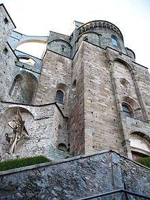 Sacra di San Michele ( TO ) edificata fra la fine del X e l'inizio dell'XI secolo