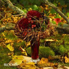 Strauß mit aufgefädelten Blättern