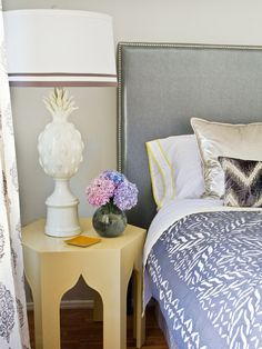 How to upholster a no-sew fabric headboard