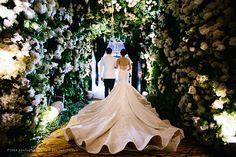 Fairy wonderland wedding idea | Be Enchanted by This Couple's Wondrous Fairytale Wedding http://www.bridestory.com/blog/be-enchanted-by-this-couples-wondrous-fairytale-wedding