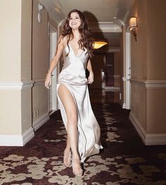 selena marie gomez fashion style More Mehr Estilo Selena Gomez, Selena Gomez Fotos, Selena Gomez Style, Selena Gomez Dress, Selena Gomez Fashion, Selena Gomez Tumblr, Selena Gomez Outfits, Selena Selena, Beautiful Celebrities