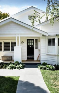 Modish south australian bungalow house style that will blow your mind White Farmhouse Exterior, White Exterior Houses, House Paint Exterior, Exterior House Colors, Interior Exterior, Exterior Design, Modern Farmhouse, White House Exteriors, Beach Bungalow Exterior
