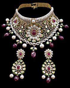 http://designawards.indianjeweller.in/Winners13/BestBridalDesign/10-20/MahabirDanbar.jpg