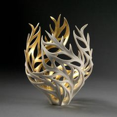 Nature-Inspired Porcelain Sculptures - + FräseNature-Inspired Porcelain Sculptures For nearly thirty years, Jennifer McCurdy creates stunning porcelain sculptures inspired by nature surround her like fire, plants and wind. She gives the illusion Ceramic Clay, Ceramic Pottery, Pottery Art, Slab Pottery, Pottery Studio, Porcelain Ceramics, Ceramic Bowls, Sculptures Céramiques, Art Sculpture