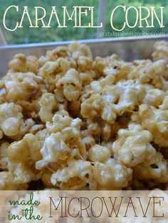 Microwave Caramel Corn: This has got to be one of the yummiest and easiest treats to make. It's all done in the microwave and it doesn't make a big mess in the kitchen! Popcorn Recipes, Microwave Recipes, Snack Recipes, Cooking Recipes, Carmel Popcorn Recipe Easy, Microwave Caramel Corn, Salted Caramel Popcorn, Microwave Popcorn, Marshmallow Popcorn
