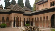 The Alhambra castle is located just above the town of Granada in the Sierra Nevada mountains. Alhambra is one of the oldest palace complexes in Spain. Alhambra Spain, Granada Spain, Andalucia Spain, Sierra Nevada, Marbella Property, Trois Rivieres, Spanish Villas, Grenade, Le Palais